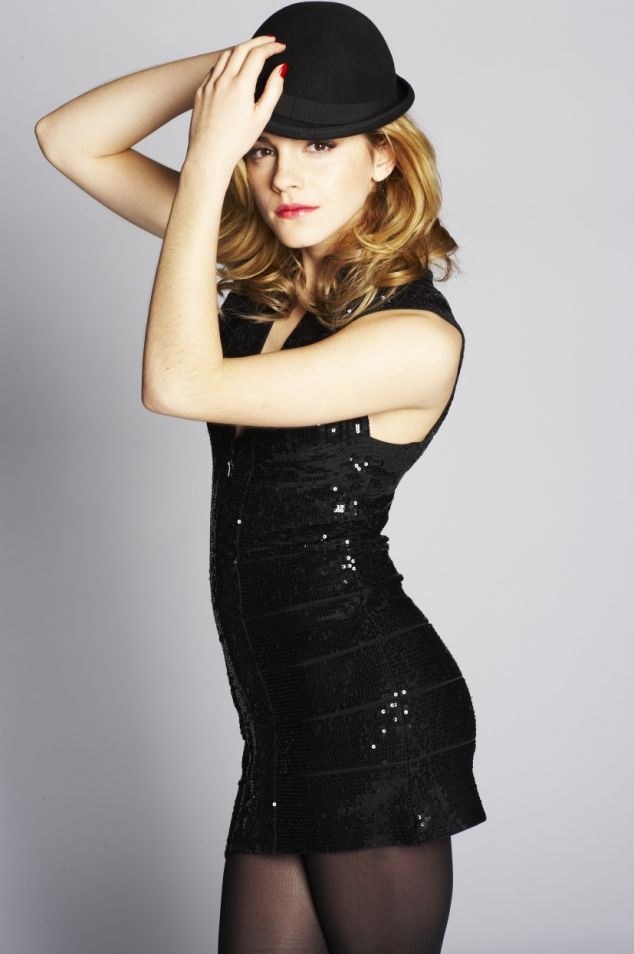 Serena Wells!!! Emma_watson_sexy-mini-black-sequin-dress