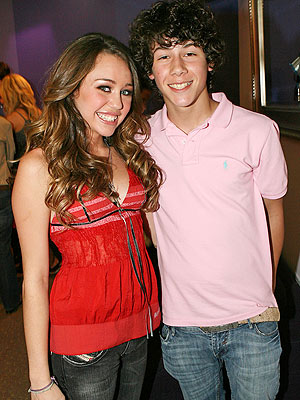 miley cyrus pictures to nick jonas. miley_cyrus nick jonas photo