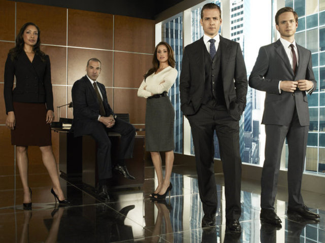 gina-torres-as-jessica-rick-hoffman-as-louis-meghan-markle-as-rachel-lane-gabriel-macht-as-harvey-specter-and-patrick-adams-as-mike-ross-on-suits.jpg