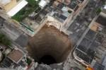 guatemala-sinkhole-2010 perfectly round for a UFO base