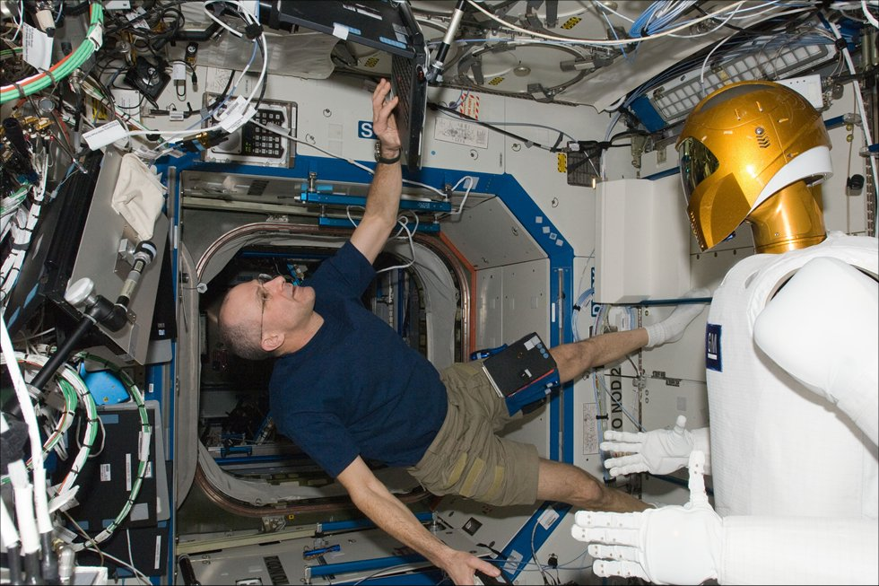 astronaut working on space station - photo #27