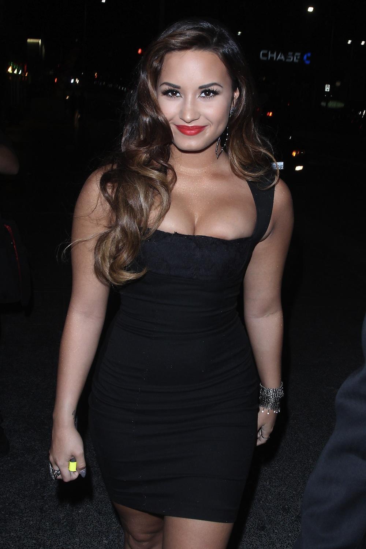 Demi lovato looking sexy