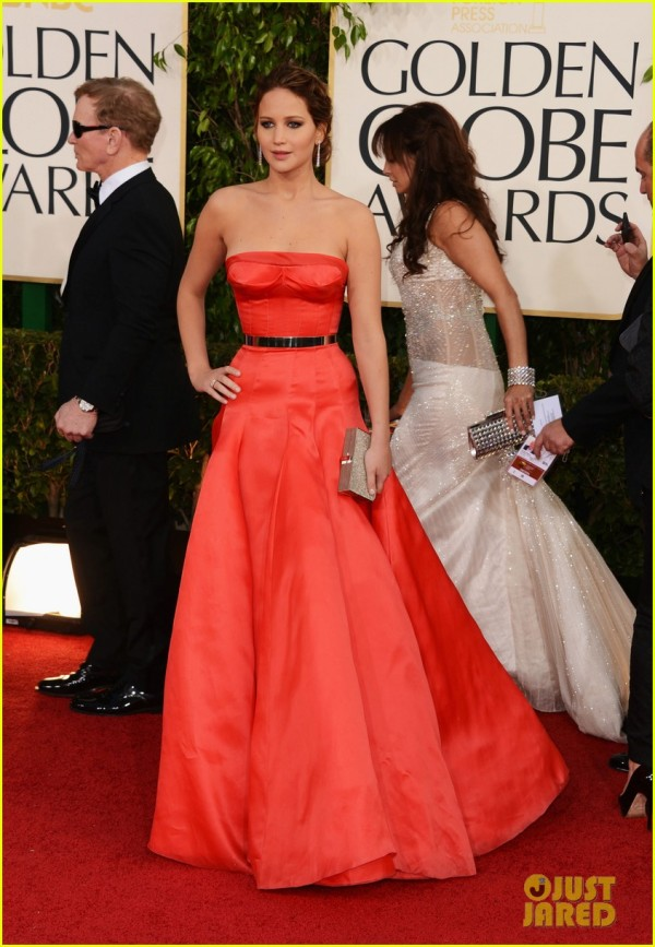 jennifer-lawrence-golden-globes-2013-red-carpet-03