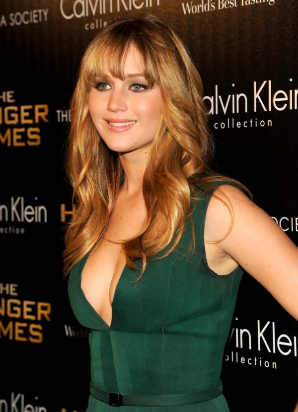 Jennifer-Lawrence-cleavage in green v neck dress