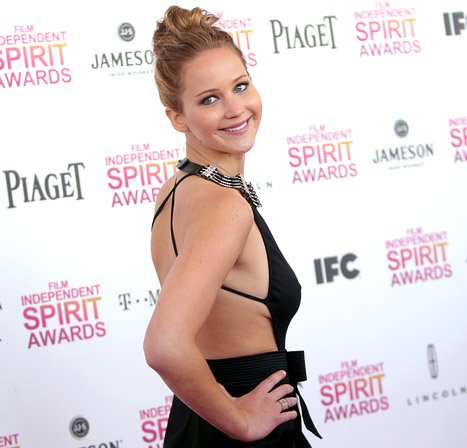 jennifer-lawrence-shows bare back sideboob in sexy black Lanvin dress at 2013 ndependent spirit awards