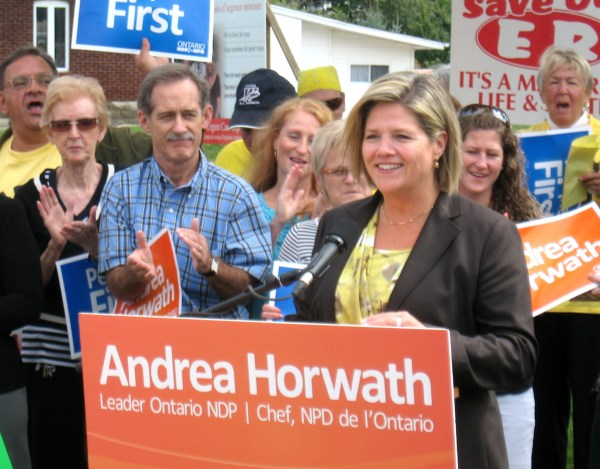 NDP Leader Andrea Horwath chef NPD de L'Ontario Fort Erie Racetrack ontario Canada INvestment Opportunitys for Tourism Industry Thousands visit Peace Bridge USA Canada Border crossing