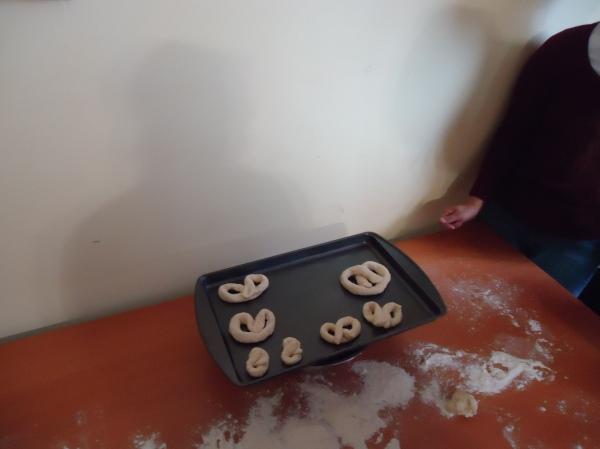 making pretzels community house women's group fort erie 21 nov 2013 linda randall