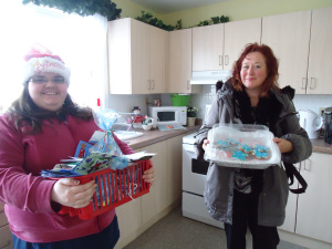 debbie-jessica-redstacks-christmas-cookies-cards-n-gifts-from-community-house-fort-erie
