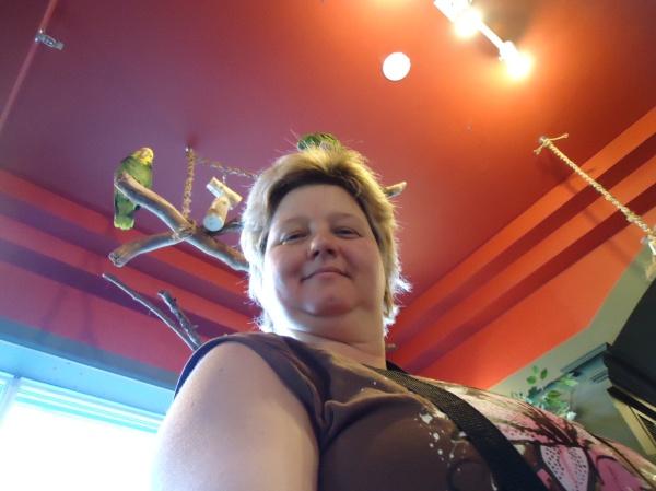 linda randall the idea girl visits bird kingdom niagara falls ontario canada 17 jan 2014