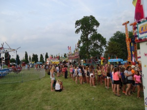 hundreds-of-teens-line-up-buy-tickets-for-midway-rides-fe-friendship-festival-2014 linda randall harold chisholm idea girl canada